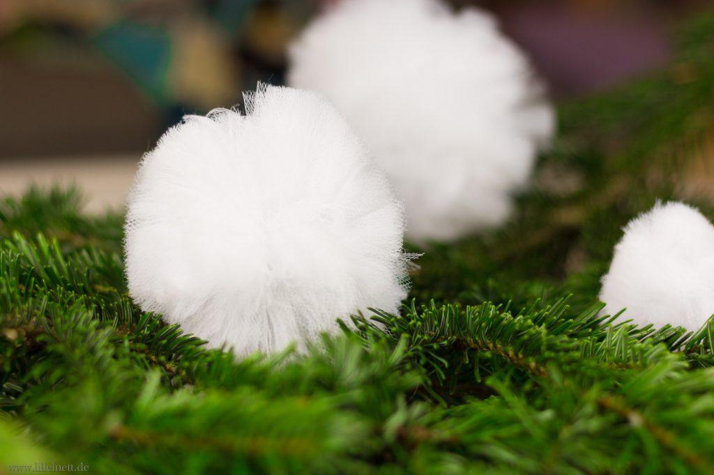 PomPom als Schneeball - Pompoms für den Weihnachtsbaum - Anleitung & Video