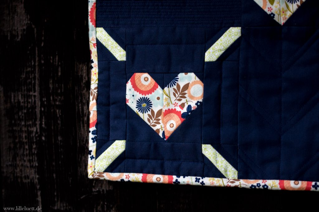 "Patchwork pattern / Patchwork Anleitung ""Love is all around Miniquilt"" von Ellis & Higgs"